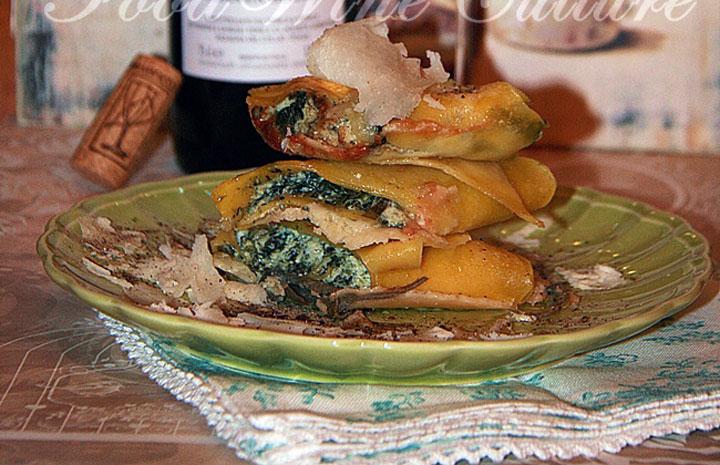 Cannelloni ricotta e spinaci con raspadura