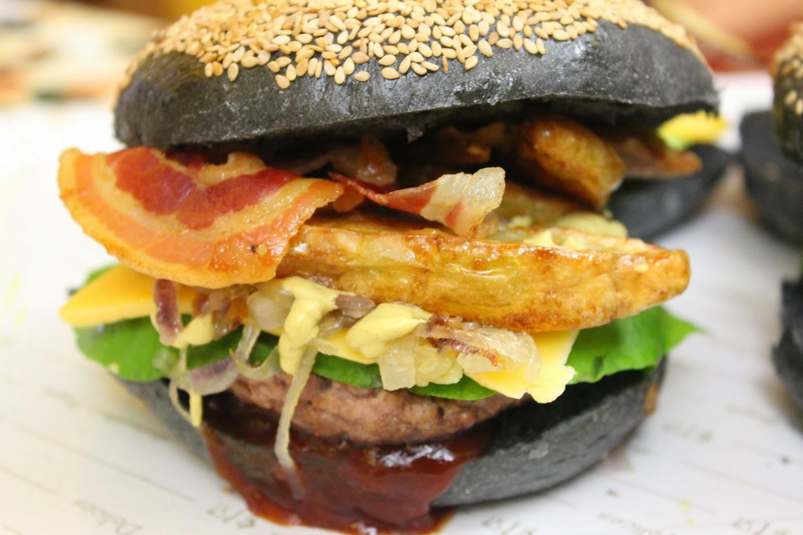 pane per hamburger con carbone vegetale